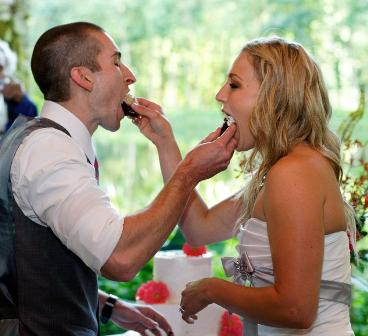The newlyweds feeding eachother cake at Bridal Veil